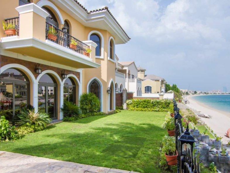 Upgraded 5 Bed Med Villa Atrium Entry Palm Jumeirah