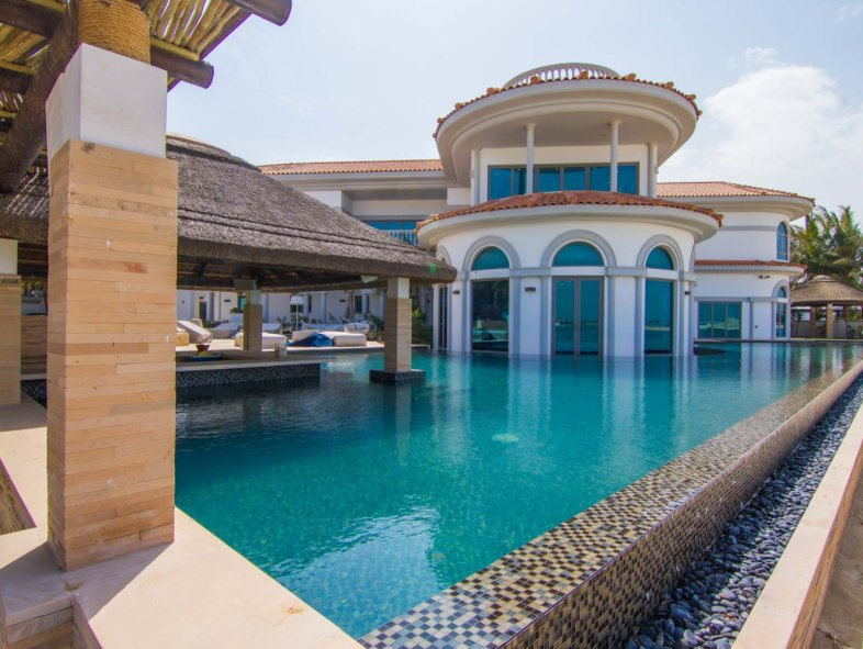 Tip villa with the largest pool on Palm Jumeirah