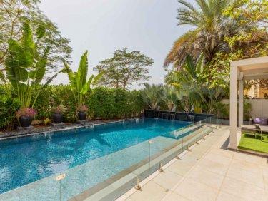 Stylish Villa on the lake | lush zen pool and cinema