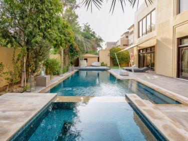 7 bedroom  villa with 20000 sq ft plot