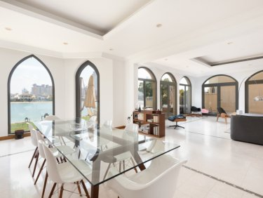 Stunning 5 Bedroom Villa   Private Garden and Pool