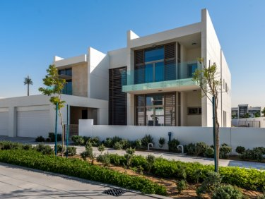 Contemporary 6 BR Corner Villa | Large Plot