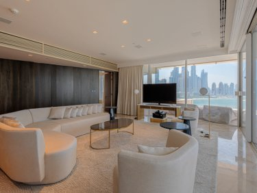Gorgeous 4 Bed Penthouse with Private Pool