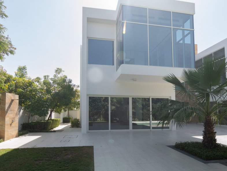 Beautiful and Contemporary   Vacant soon