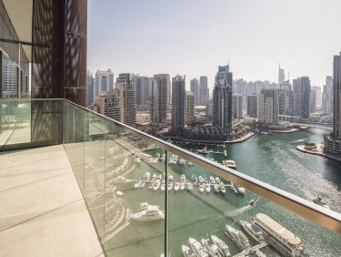 High Floor Apartment with infinity pool in Dubai Marina