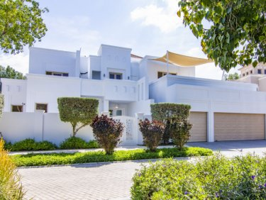 Huge villa on ultra-private plot in Al Barari