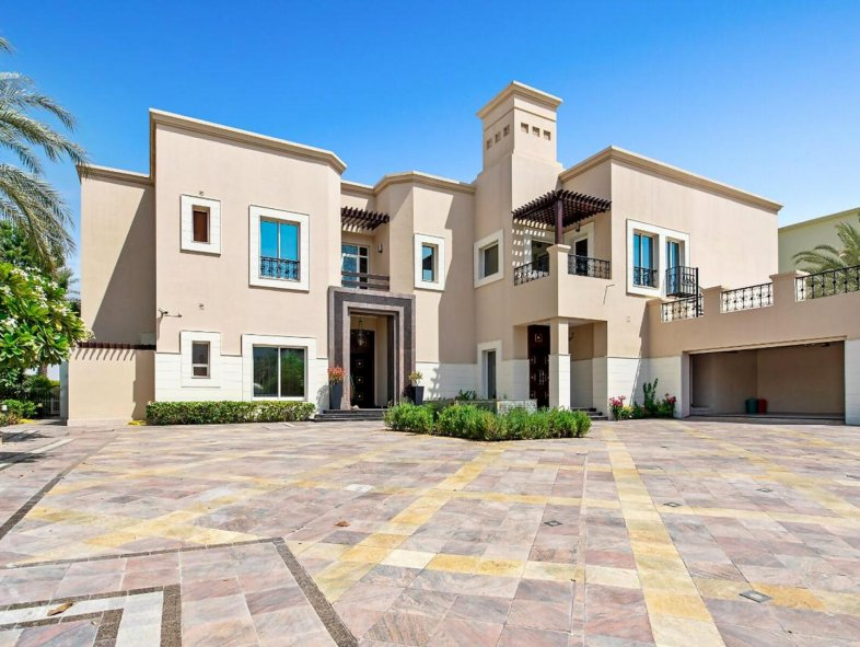 Villa in Emirates Hills