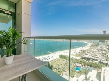 Large apartment with full sea view and beach access