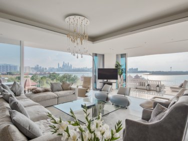 Expansive and luxury penthouse on Palm Jumeirah