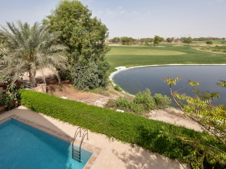 Villa available for sale in Sienna Lakes, Jumeirah Golf Estates